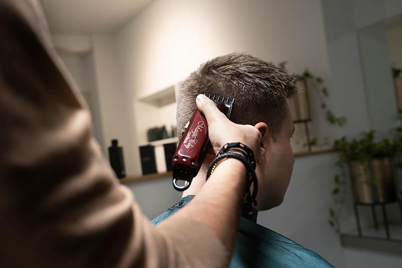 TWO Barber & Whitening - Over Header 4