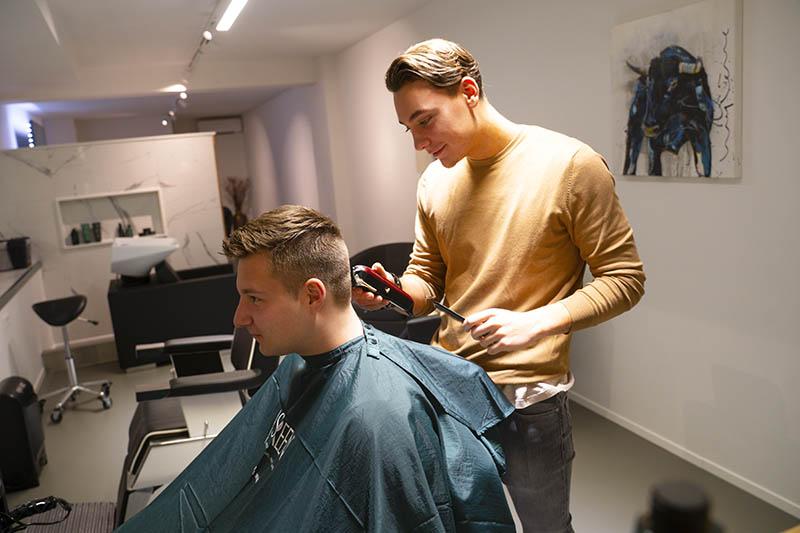 TWO Barber & Whitening - Over Header 1